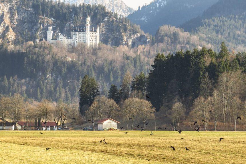 Замки Германии: замок Нойшванштайн и его «Лебединый мотив»
