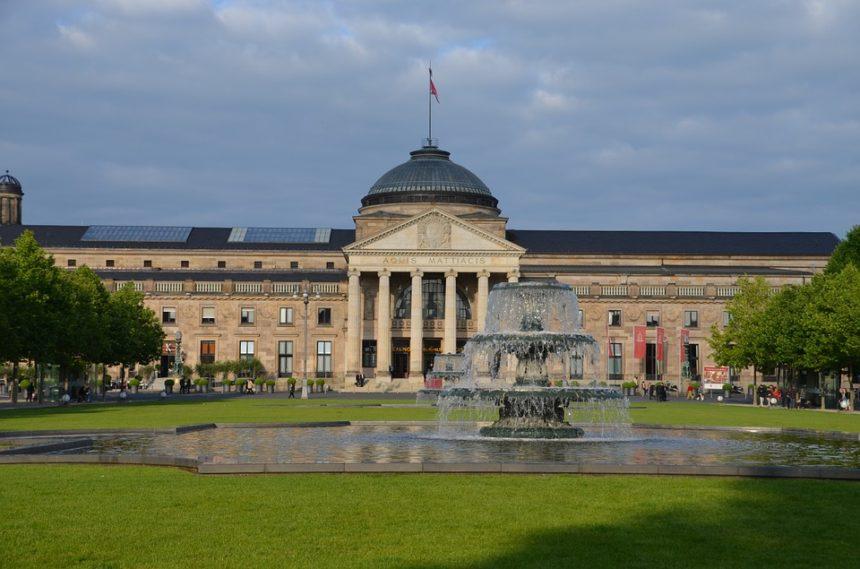 Почему Висбаден считается культурным центром Германии?